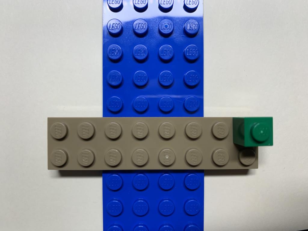 B1樂高畫面 在橫條基板右上角放上一格綠色樂高